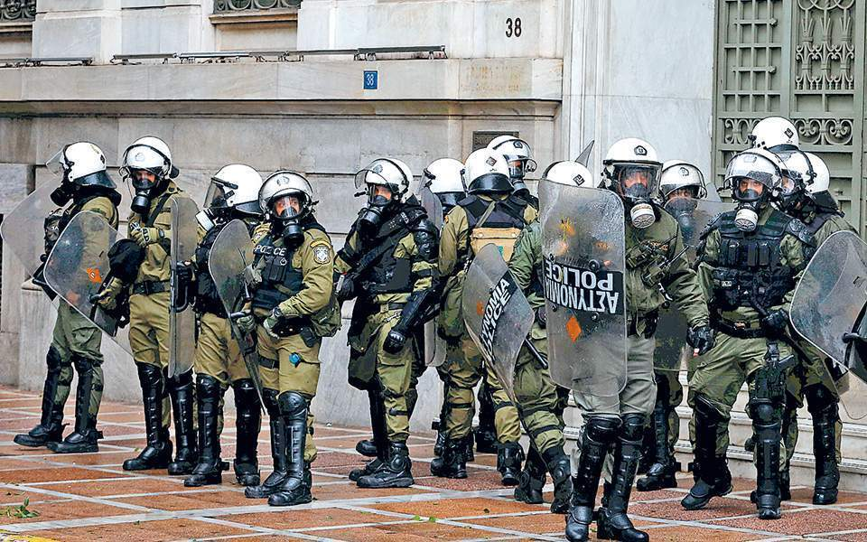 riot_police_web--2