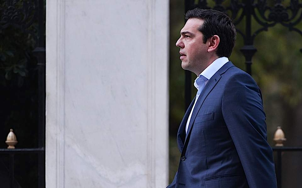 Tsipras slams gov't policies as 'spending ready money'
