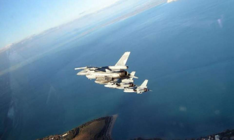 Greek jets fly over Larnaca in joint military drill