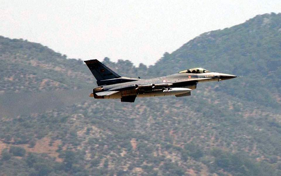 Turkish jets fly over Greek islets