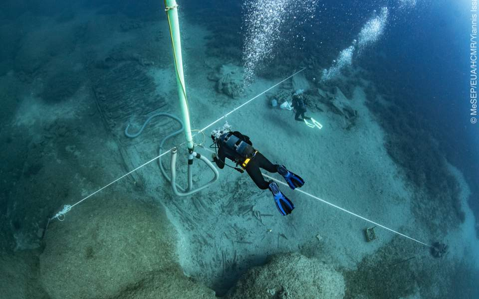 Divers explore shipwreck site off Kythira