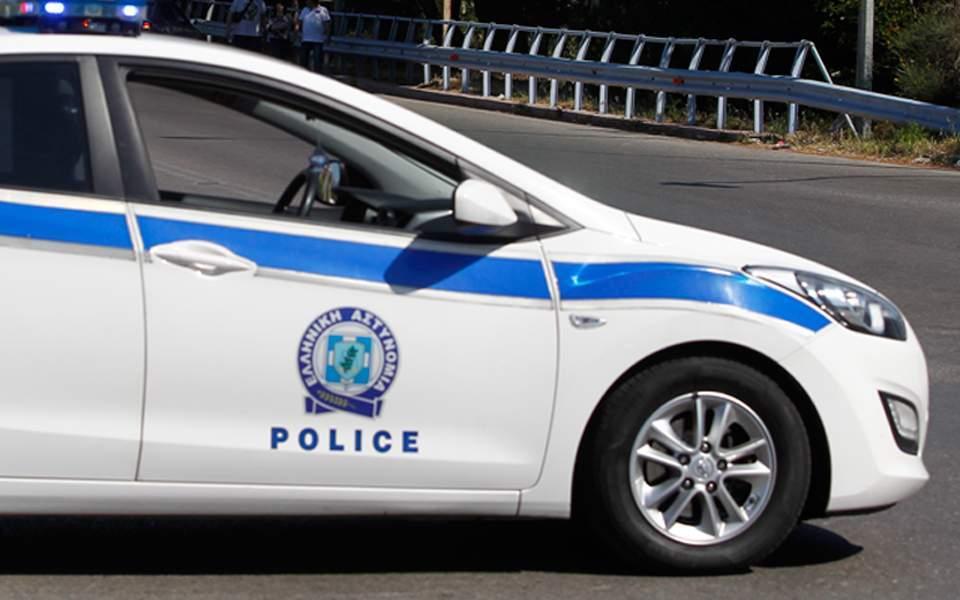 Armed burglars hold up elderly couple, grandson in Thessaloniki
