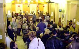 bank_pensioners_wait_web