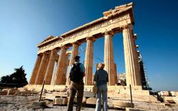 tourist_pair_parthenon_web