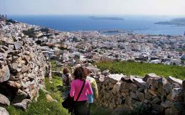 syros_tourists_web