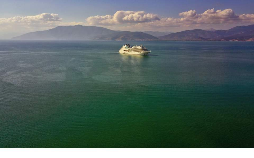 cruise_liner_distant_web