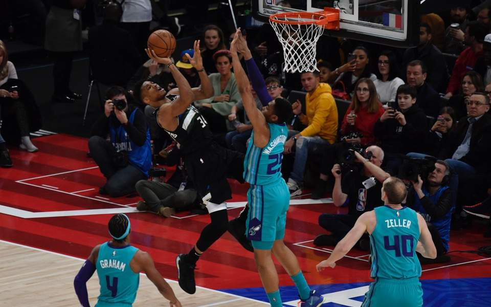 Antetokounmpo thrills Neymar & Mbappe as Bucks beat Hornets