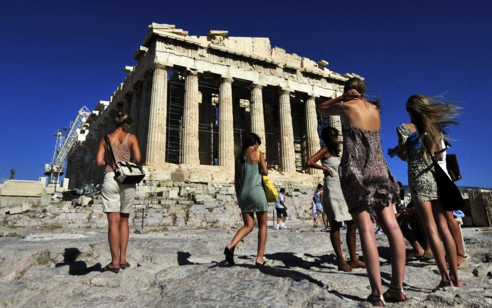 parthenon_tourists