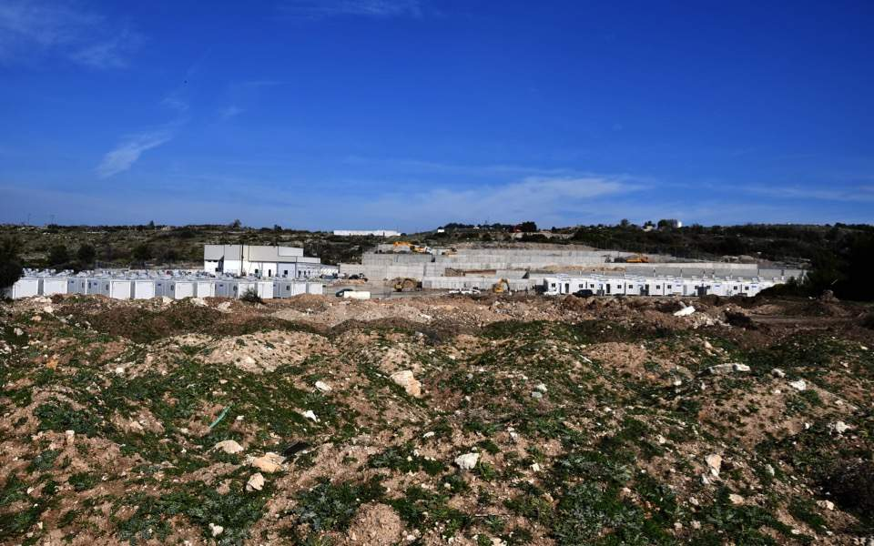 Islanders determined to prevent work on migrant centers, Tania Georgiopoulou | Kathimerini