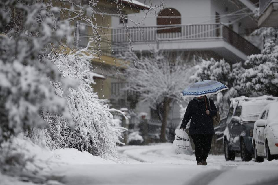 Cold front brings snowfall to northern Greece