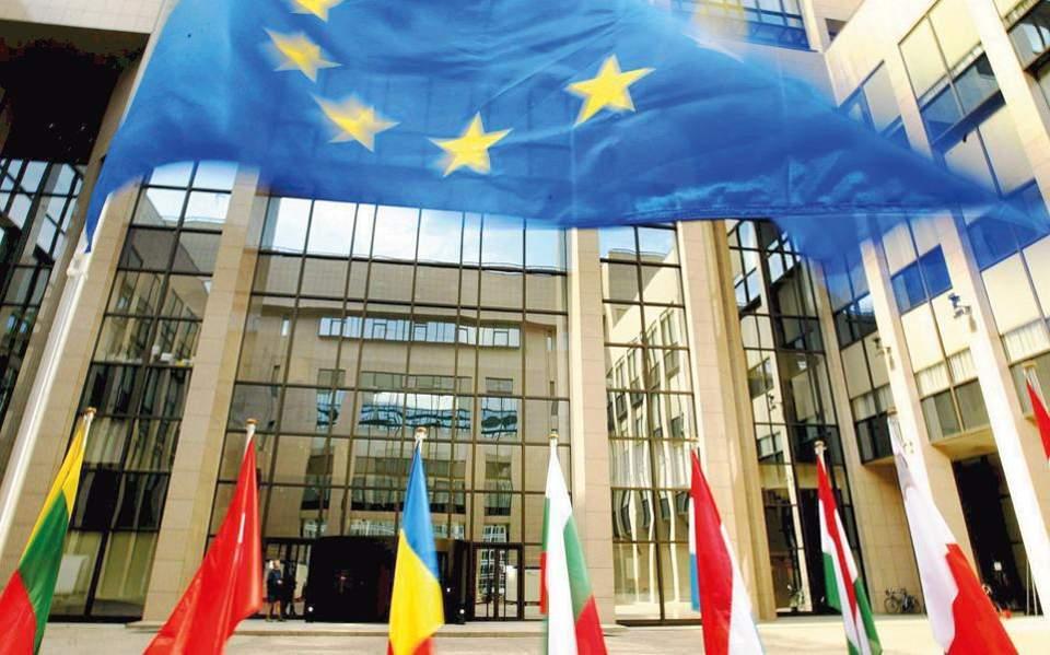 Europe without a respirator, Maria Katsounaki | Kathimerini