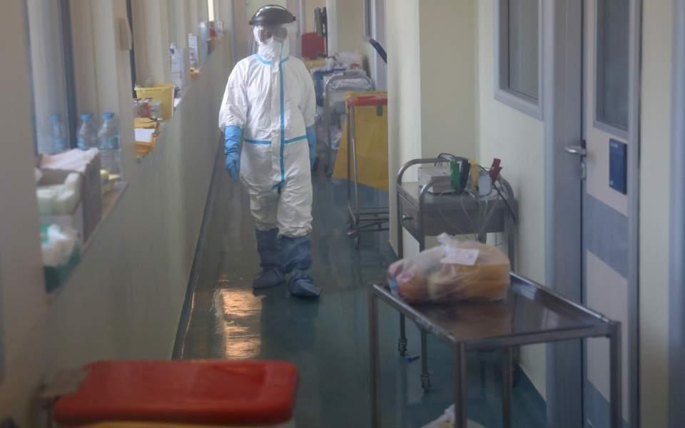 Four more dead from virus; total at 67   Kathimerini