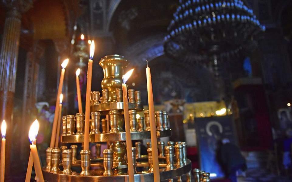 Belated Easter liturgy after lockdown | Kathimerini