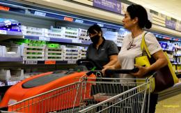 supermarket_customers_masks_web