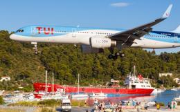 tui_plane_landing_web