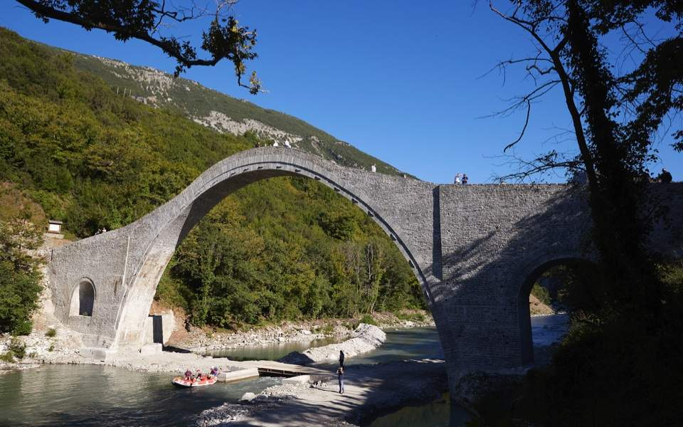 plaka_bridge_web