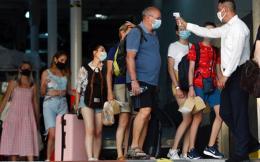 tourists_ferry_web