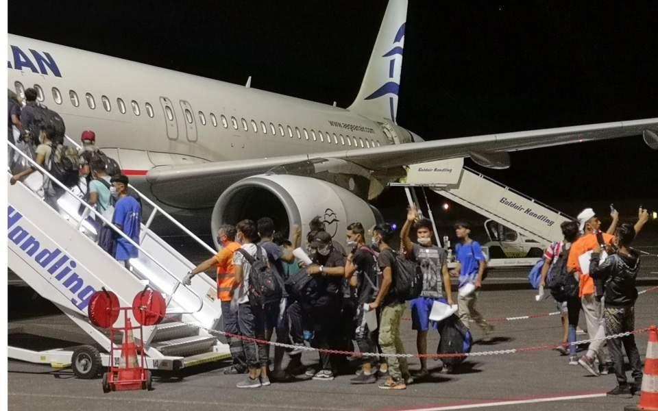 children-refugees-airport-moria