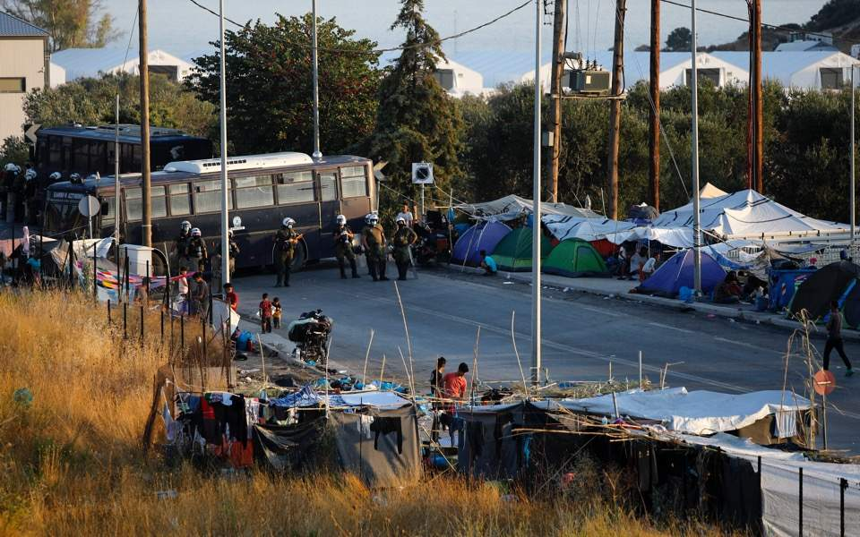 migrants-lesvos-police-operation