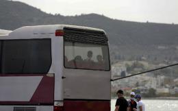 mytilini-refugee-bus