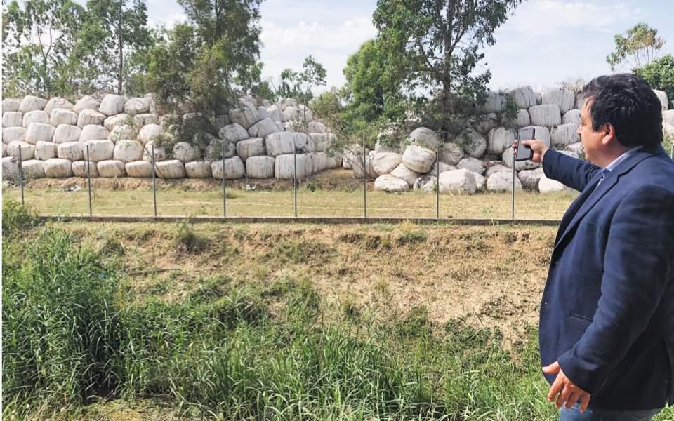 Pyrgos grappling with riverside health hazard, Elias Kanistras   Kathimerini