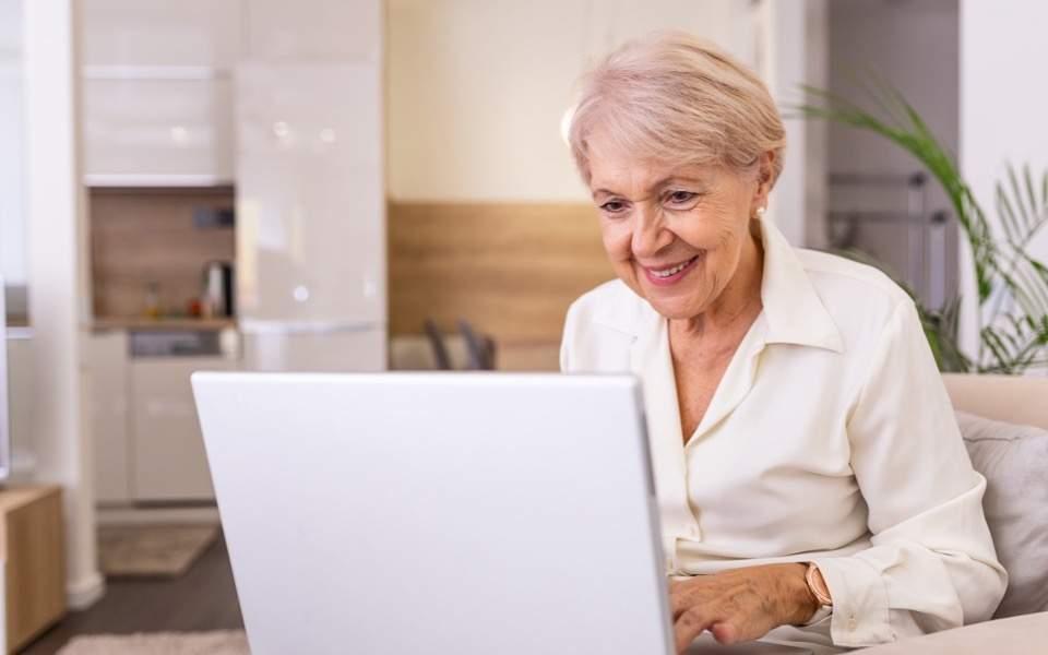 pensioner_computer_web