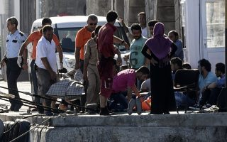 six-migrants-drown-off-turkish-coast-trying-to-reach-greece