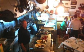 five-suspects-detained-on-hydra-after-murder-of-local-taverna-owner