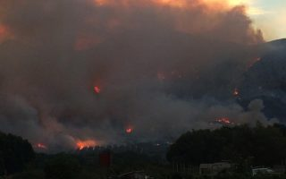 forest-fire-close-to-homes-on-mount-parnitha-in-northern-athens