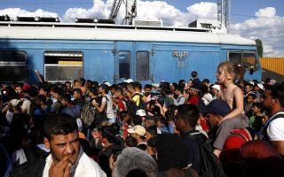 fyrom-blocks-migrants-on-border-with-greece