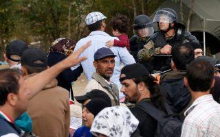 fyrom-police-fire-stun-grenades-at-migrants-on-greek-border0