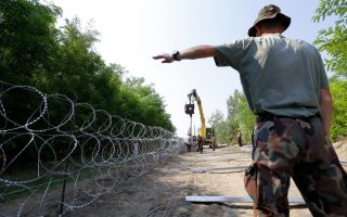 hungary-plans-anti-migration-campaign-in-greece-other-transit-countries