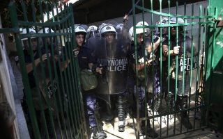 greece-sends-extra-riot-police-to-kos-as-tensions-mount