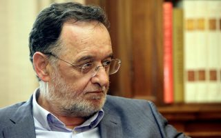 lafazanis-takes-over-mandate-from-meimarakis-as-tsipras-prepares-syriza