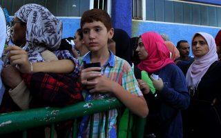 more-ferries-to-help-take-migrants-from-aegean-islands
