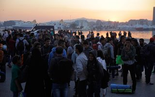more-than-half-of-224-000-med-migrant-crossings-to-europe-in-2015-land-in-greece0