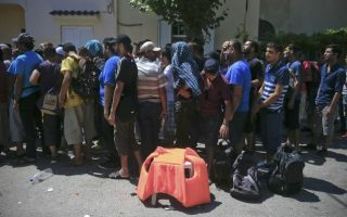 volunteers-fill-aid-void-in-greece-amp-8217-s-migrant-crisis