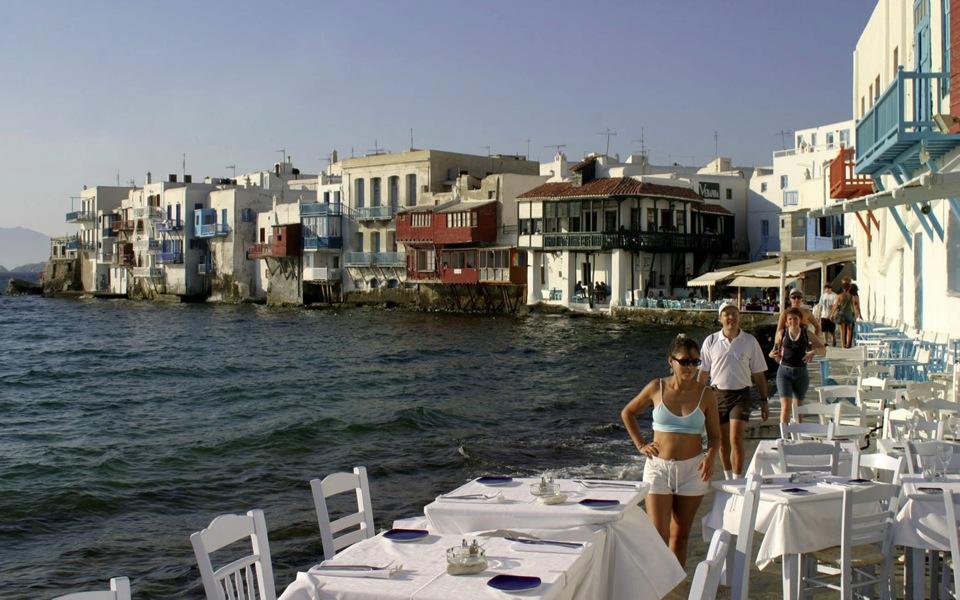 Aegean isles on shaky ground as Covid cases rise   eKathimerini.com