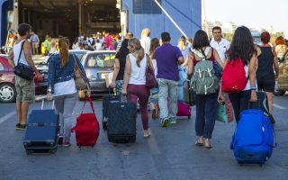 traffic-peaks-in-holiday-exodus-from-athens