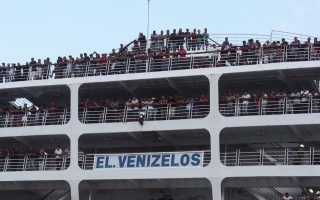 efforts-continue-to-locate-migrants-from-capsized-boat