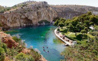 exploring-the-caves-of-lake-vouliagmeni