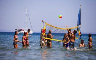 greek-holidaymakers-flock-back-to-aegina
