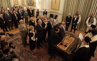 new-greek-cabinet-sworn-in-with-few-new-faces