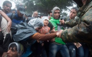 fyrom-mulls-fencing-off-border-against-migrants-says-foreign-minister