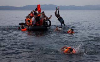 refugee-landings-in-lesvos-ease-as-storm-approaches-and-deaths-mount0