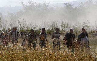 turkish-security-forces-stop-hundreds-of-migrants-near-greek-border