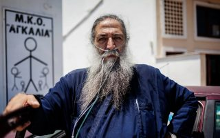 papa-stratis-priest-who-set-up-ngo-to-help-refugees-on-lesvos-dies