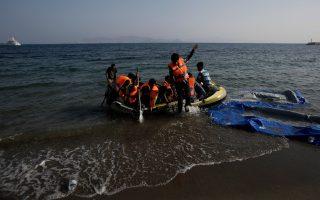 refugees-arrive-in-piraeus-on-catamaran