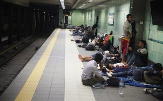 refugees-camping-on-victoria-square-move-into-isap-train-station