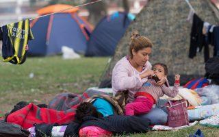 refugees-blocked-near-turkey-greece-border-disperse